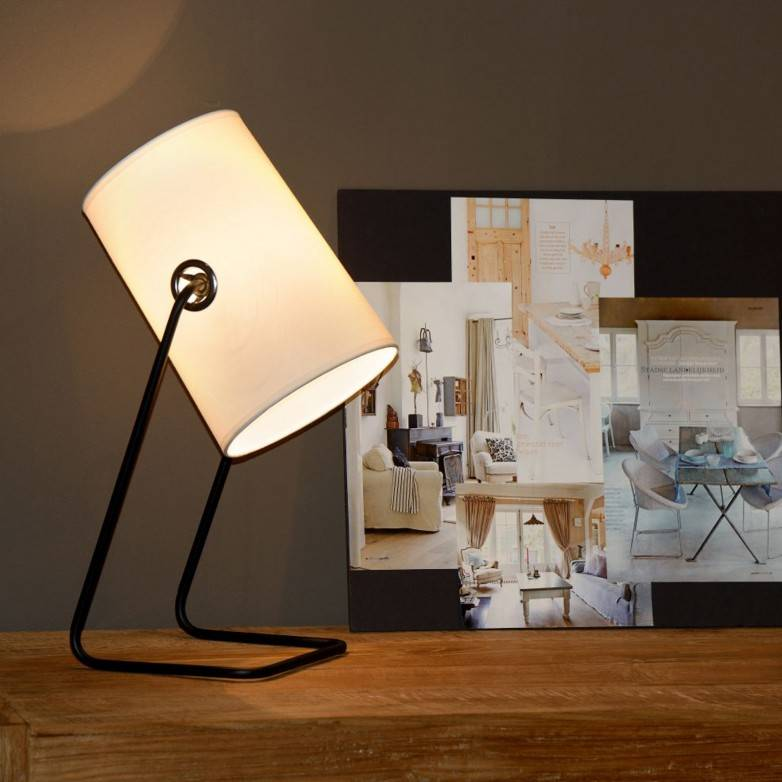 BOST WHITE TABLE LAMP