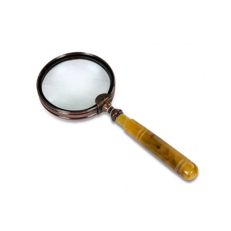 DORATIVE MAGNIFYING GLASS